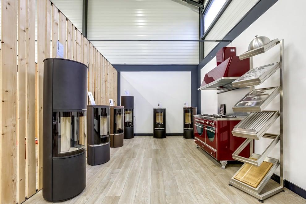 Vue intérieure sur des poêles a bois Cera Design & une cuisinere